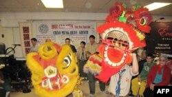 Chợ Tết của Hội Người Việt Cao Niên vùng Hoa Thịnh Đốn năm 2011