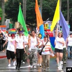 同志游行使用六色彩虹旗帜