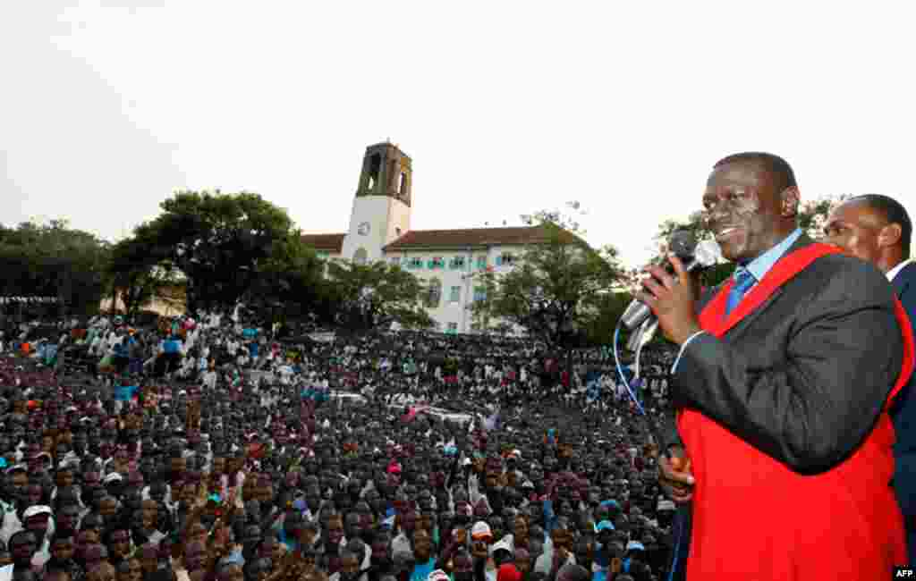 Uganda's main opposition party (IPC) presidential candidate Kizza Besigye addresses his supporters during his campaign rally at Makerere University Freedom Square in the capital Kampala. (Reuters/Thomas Mukoya)
