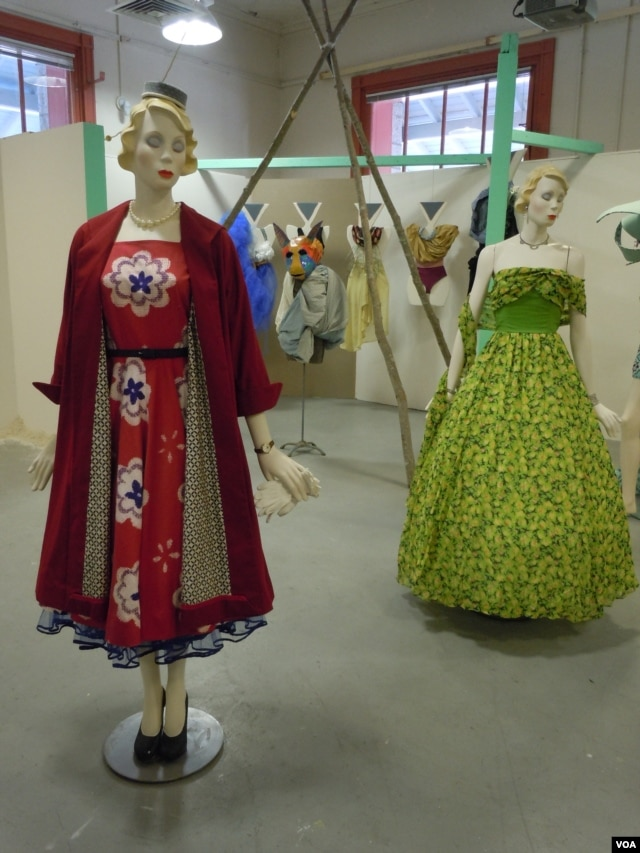 Mannequins dressed by Maryland Institute College of Art students Jessica Marx and Alexz Giacobbe. (J. Taboh/VOA)