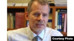 美國民權聯盟紐約分部法律副主任克里斯托弗‧鄧恩(Christopher Dunn)