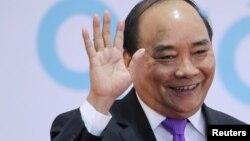 Trong cuộc gặp với Ngoại trưởng Hàn Quốc, Thủ tướng Nguyễn Xuân Phúc cũng vận động Seoul ủng hộ quan điểm của Hà Nội về vấn đề Biển Đông.