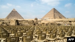"""Amfiteatar """"svetslog i zvuk"""" u kompleksu piradmia u Gizi."""