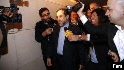 عباس عراقچی در میان خبرنگاران - آرشیو