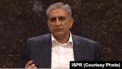 پاکستانی فوج کے سربراہ جنرل قمر جاوید باجوہ تاجروں سے ملاقات کر رہے ہیں