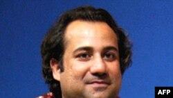 Ca sỹ Rahat Fateh Ali Khan mang theo 124.000 đô la tiền mặt mà không khai báo