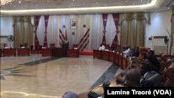 Salle polyvalente du palais de Kosyam, rencontre entre les autorités du Burkina Faso et le conseil de Sécurité de l'ONU, à Ouagadougou, le 24 mars 2019. (VOA/Lamine Traoré)