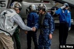 """美国海军和日本海上自卫队官员2016年11月2日共同指挥""""利剑""""联合军演 (美国海军照片)"""