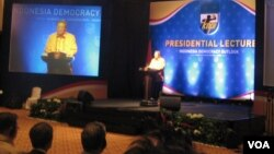 "Presiden RI Susilo Bambang Yudhoyono dalam acara ""Presidential Lecture: Indonesia Democracy Outlook"" di Jakarta, 15 January 2013 (Photo: VOA/ Andylala)"
