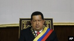 委内瑞拉总统查维斯去年7月5日在加拉加斯出席纪念国家独立日的典礼