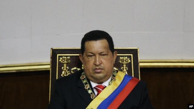 Defen Predizan Venezuela a, Hugo Chavez, pandan yon seyans espesyal Asanble Nasyonal venezuelyen an nan okazyon komemorasyon endepandans peyi li, 5 jiyè 2012. (foto achiv)