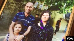 Yazidi activist, Khaleel al-Dakhi, with two Yazidi sisters that he went to great lengths to rescue, Alia, age 20 and Zeena. (Sharon Behn/VOA)