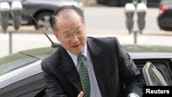 Dr. Jim Yong Kim, calon yang diusulkan oleh Presiden Obama, terpilih sebagai Presiden baru Bank Dunia menggantikan Robert Zoellick.