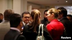 El ministro de Economía de México, Ildefonso Guajardo, habla con periodistas luego de la novena reunión de ejecutivos empresariales de EE.UU. y México en Ciudad de México. Oct. 11, 2017.