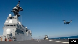 """美軍魚鷹戰機2015年9月在南加州""""黎明閃電"""" 軍演中從日本軍艦日向號升空(資料圖片)"""