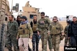 Snage Sirijskih demokratskih snaga i trupe SAD patroliraju duž turske granice u Hasakahu, Sirija, 4. novembra 2018.
