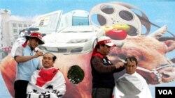 Warga Korsel protes anti FTA di kota Seogwipo tahun 2006, menolak impor daging sapi, mobil dan film dari AS.