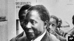 Robert Mugabe, porte-parole de l'Union nationale africaine du Zimbabwe basée au Mozambique, en mars 1975.
