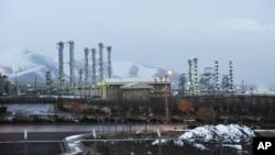 Pusat Fasilitas Nuklir Iran di dekat kota Arak yang berjarak sekitar 250 kilometer arah barat daya Teheran (Foto: dok). AS memberlakukan sanksi atas lima pakar nuklir Iran dan tujuh perusahaan yang membantu Iran dalam upaya pengayaan uranium.