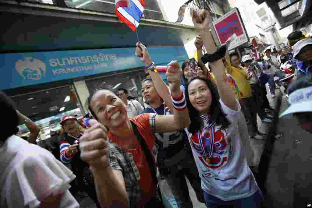 Anti-government protesters cheer during a march through Bangkok, Feb. 3, 2014.