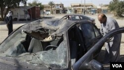 Mobil yang dipakai dalam serangan bom bunuh diri di Tikrit, Irak utara (29/3).