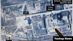 미국의 북한 관련 전문 웹사이트인 '38노스'가 지난 2013년 3월 북한이 영변 핵시설의 플루토늄 생산 원자로를 재가동하기 위한 목적으로 공사를 재개했다고 위성사진을 분석해 공개했다. 디지털 글로브 위성사진. (자료사진)