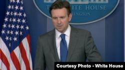 白宫发言人厄内斯特(图片来源 :白宫)