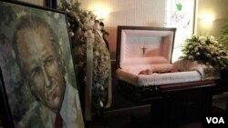 Ell cuerpo del ex presidente de Venezuela, Carlos Andrés Pérez, durante el velatorio en Miami.