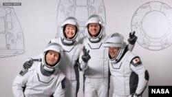 فضانوردان مأموریت «کرو-۲»