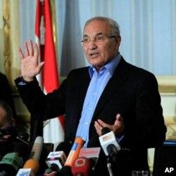 埃及总理沙菲克在开罗的记者会上