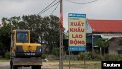 越南境內招聘勞工告示。