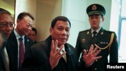 资料照:菲律宾总统杜特尔特2016年10月18日抵达北京的一座酒店。