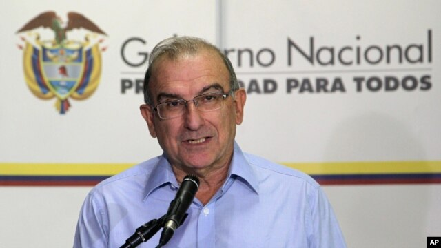 FILE - Humberto de la Calle, head of Colombia's government negotiation team, speaks at a press conference at the close of the thirteenth round of peace talks with the Revolutionary Armed Forces of Colombia, or FARC, in Havana, Cuba, Aug. 28, 2013.