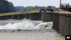 摩根薩泄洪道在星期六開閘泄洪