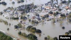 Casas parcialmente sumergidas tras las inundaciones que causó el Huracan Isaac a su paso por Braithwaite, Luisiana.