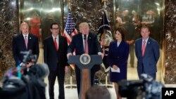 Predsednik SAD govori na konferenciji za novinare u Trampovoj kuli