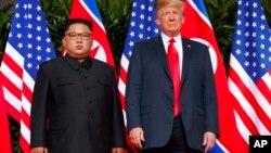 Кім Чен Ин (л) і Дональд Трамп