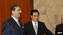 Прем'єр-міністр Пакистану Юсуф Раза Ґілані під час зустрічі з китайським президентом Ху Цьзіньтао