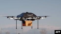 Fotografija male bespilotne letelice koja bi bila korištena za isporuku paketa