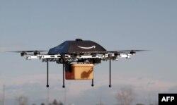 Foto yang dirilis Amazon pada 1 Desember 2013 menunjukkan drone yang akan digunakan untuk mengirim paket ukuran kecil ke para pelanggan.