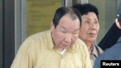 일본 법원의 재심 명령으로 도쿄 구치소에서 석방된 이와오 하카마다의 모습.