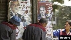 Predizborni posteri sa likovima kandidata Mohameda Morsija i Ahmeda Šafika
