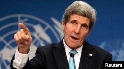 El secretario de Estado, John Kerry, fue tajante al exigir que el presidente sirio, Bashar al-Assad, renuncie a sus aspiraciones de mantener el poder en el país, y permita nuevas negociaciones de paz.