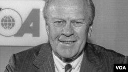 제럴드 포드 미국 대통령이 지난 1976년 7월 미국 정부의 국제방송인 'VOA'의 제작 원칙을 담은 'VOA 헌장'에 서명했다.