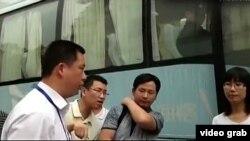 苏州信访官员与访民辩论(网络视频截图 )
