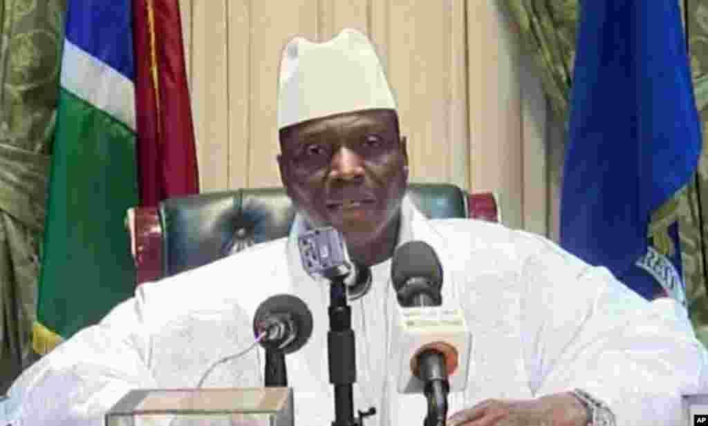 L'ex-président Yahya Jammeh déclare avoir accepté de céder le pouvoir au président élu Adama Barrow, à Banjul, Gambie, 21 janvier 2017. Image du discours diffusé sur la télévision d'Etat gambien.