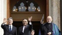 از چپ به راست: عبداله گل رئیس جمهوری ترکیه، آصف علی زرداری رئیس جمهوری پاکستان و حامد کرزای رئیس جمهوری افغانستان در استانبول - دهم آبان ۱۳۹۰