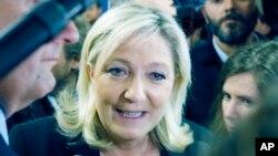 22일 프랑스 극우정당인 국민선진당의 마리 르 펭 당수가 기자들의 질문에 답하고 있다.