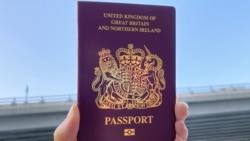 香港市民唐小姐手持BNO護照。(美國之音 湯惠芸拍攝)