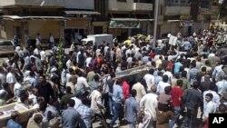 시리아 홈스에서 정부군의 발포로 숨진 반정부 시위자들의 장례식(자료사진)